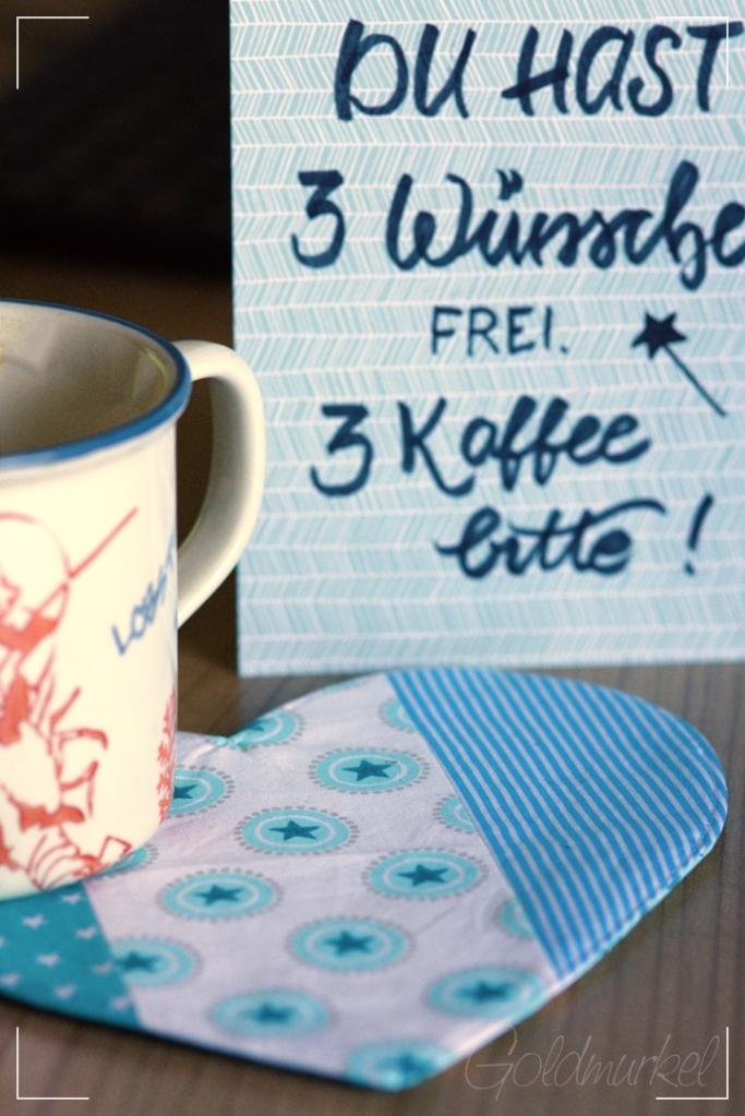 Genähter Herzuntersetzer, Geburtstagskarte und eine Tasse Kaffee